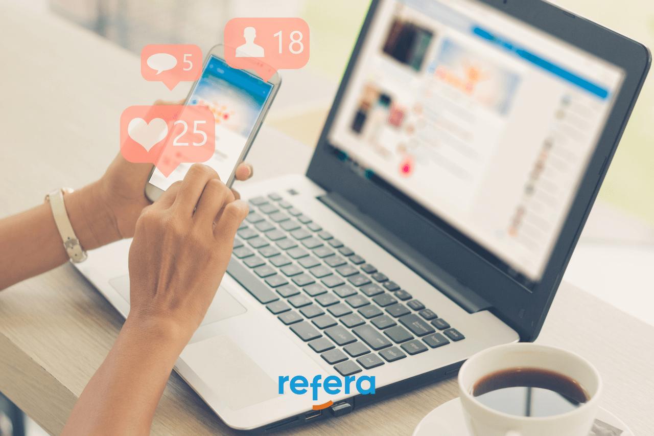 Redes sociais para prestadores - Imagem ilustrando uma pessoa usando redes sociais